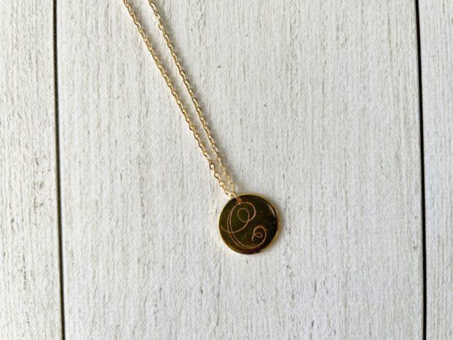 Médaille gravée avec Cricut